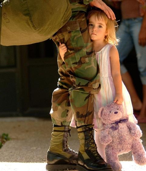 兵士と少女