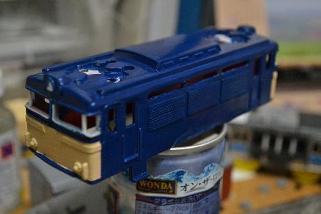 EF61 塗装なう