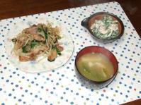 4/3 夕食 豚もやし炒め、のらぼう菜の白和え、ジャガイモと絹サヤの味噌汁