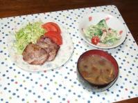 4/4 夕食 蒸し豚のソテー、海老とブロッコリーのサラダ、豆腐となめこの味噌汁