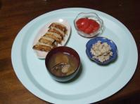 5/9 夕食 米粉皮の餃子、ごぼうの白和え、トマト、あさりの味噌汁