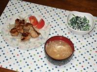 6/24 夕食 鶏ソテー、ほうれん草の白和え、もやしと油揚げの味噌汁