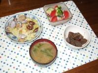 7/4 夕食 キャベツとあさりのバター醤油蒸し、タコときゅうりとトマトのサラダ、ピリ辛こんにゃく、水菜とじゃがいもの味噌汁