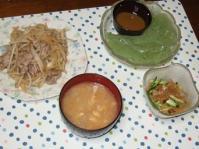 7/11 夕食 肉もやし炒め、中華クラゲ、刺身こんにゃく、大根と油揚げの味噌汁