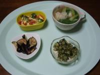7/25 夕食 ギョーザスープ、トマトとブロッコリーのマヨチー焼き、冷奴、なすの塩麹漬