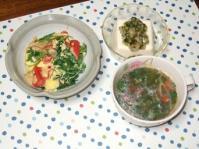 7/27 夕食 三つ葉とカニかまの玉子とじ、冷奴、モロヘイヤとトマトのスープ