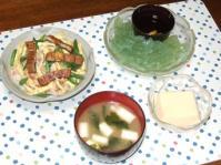 8/9 夕食 鰻ちらし、玉子豆腐、刺身こんにゃく、長ネギとわかめの味噌汁