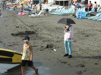 8/21 新江の島水族館前の海辺で