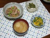 8/28 夕食 豚とレンコンのピリ辛和え、そら豆とコーンのバター炒め、冷奴、キャベツと松山揚げの味噌汁