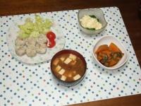 1/8 夕食 海老シュウマイ、ブロッコリーのタルタルサラダ、かぼちゃの煮物、なめこと豆腐の味噌汁