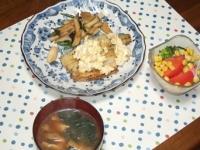 1/30 夕食 ささみのムニエル、トマトとブロッコリーのサラダ、ほうれん草と油揚げの味噌汁