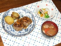 2/5 夕食 しいたけハンバーグ、温野菜サラダ、豚汁