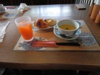 7/14 昼食 コーンスープ、パンと野菜ジュース  鎌倉パスタ