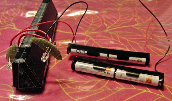 LEDと電池固定