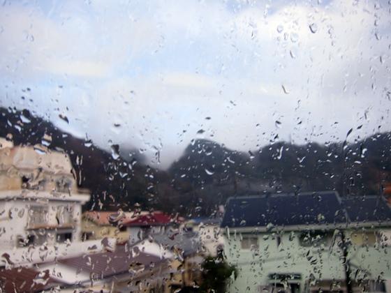 車窓の雨跡