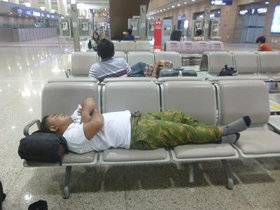 上海空港にて