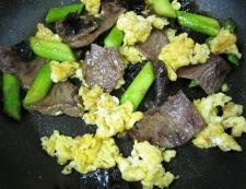 牛肉ときくらげ炒め フライパン④