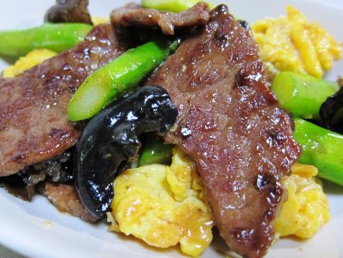 牛肉とアスパラ炒め大①