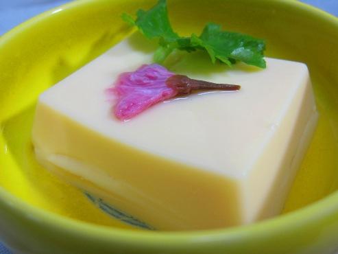 卵豆腐 桜の花添え(B)
