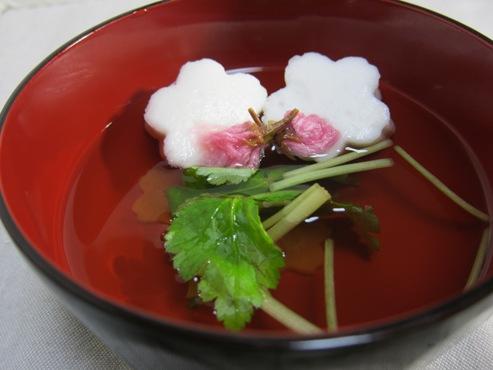 はんぺんと桜のお吸い物大