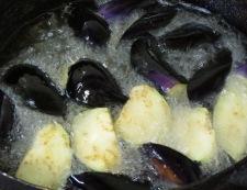 手羽中と茄子の揚げ煮 調理②