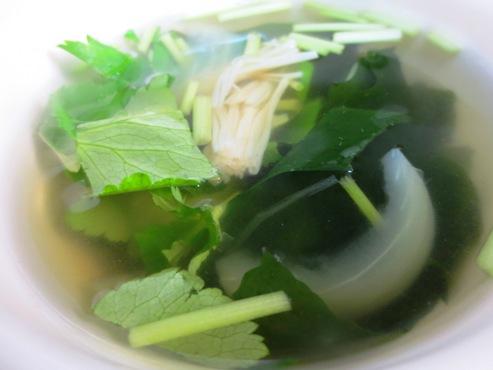 三つ葉とわかめのスープ大