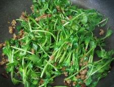 豆苗の肉味噌炒め 調理②