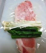 トマトソース アスパラ焼き 豚調理①