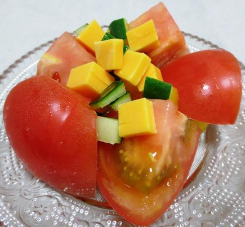 トマトのチーズのサラダB