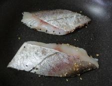 白身魚の二色胡麻焼き 調理①