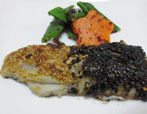 白身魚の二色胡麻焼き B2