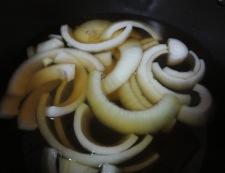 豚肉と玉ねぎのみょうが煮 調理①