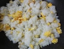 タコキムチレタス炒飯 調理②