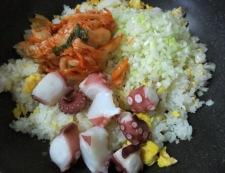 タコキムチレタス炒飯 調理③