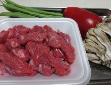 牛肉の黒胡椒炒め 材料