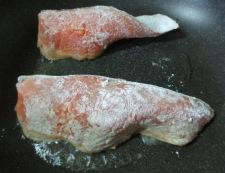 秋鮭バジルマヨソース 調理①