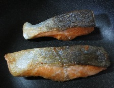 秋鮭バジルマヨソース 調理②