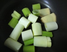 イカゲソの旨煮♪柚子胡椒味 調理①