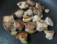 鶏肉もものねぎ塩炒め 調理①