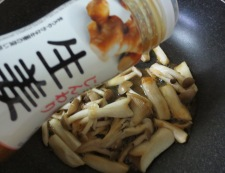イカゲソ茸の生姜炒め 調理②