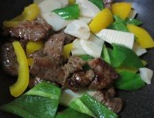 青椒牛肉片(チンジャオニューローペン) 調理④