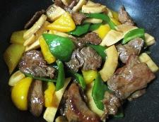 青椒牛肉片(チンジャオニューローペン) 調理⑤