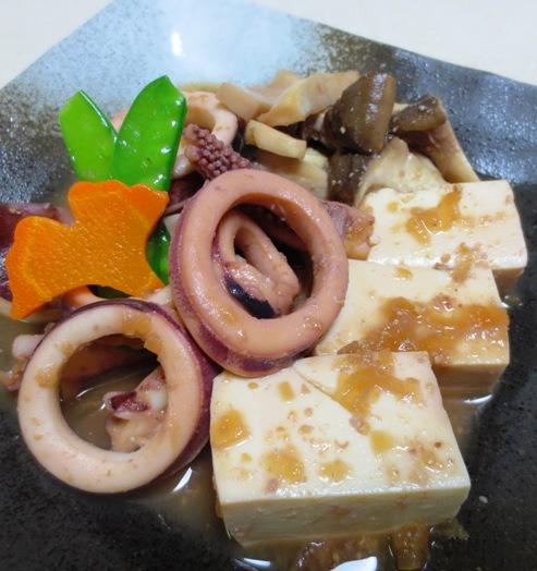 豆腐とイカの玉ねぎ味噌煮込み 大