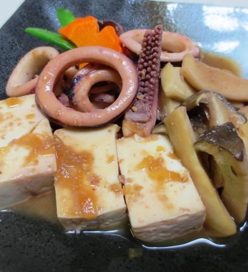 豆腐とイカの玉ねぎ味噌煮込み 拡大