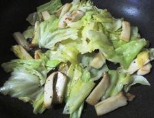 キャベツとエリンギ 塩炒め 調理②
