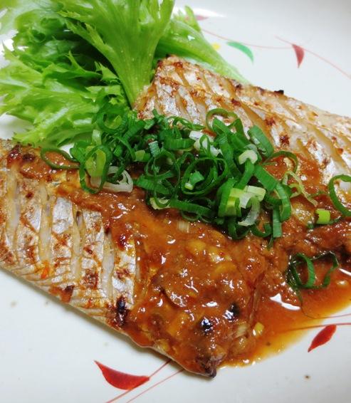 太刀魚の胡麻豆板醤焼き 大②