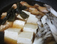 鶏手羽豆腐と結び昆布 調理④