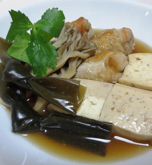 鶏手羽豆腐と結び昆布 拡大