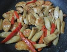 鶏ささみとごぼうの胡麻照り焼き 調理⑥