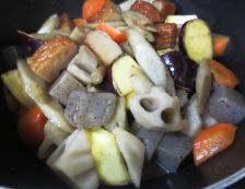 さつまあげと根菜の筑前煮 調理